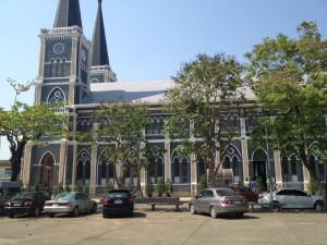 Pohľad na katedrálu z profilu
